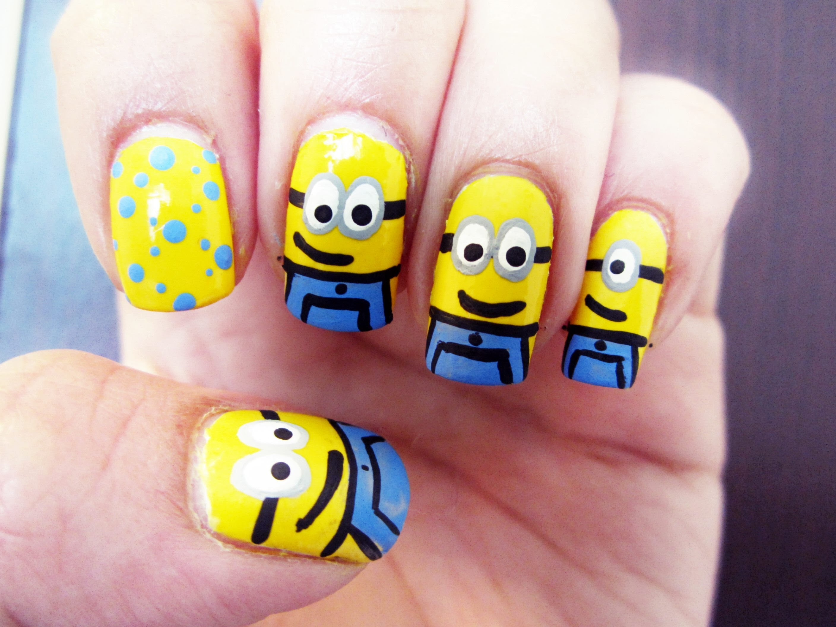 How to make adorable Minions on your nails | 1mhowto.com