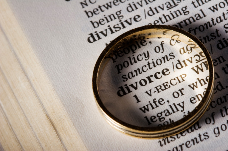 How and when to hire a divorce lawyer?