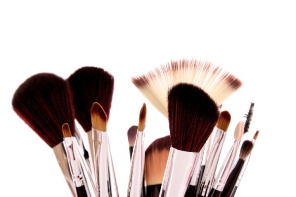How to wash and clean your make up brushes