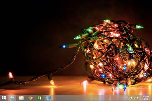 Deck Your Desktop for the Holidays With These Desktop Themes