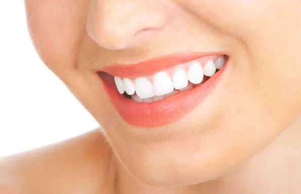 Home Remedies That Will Make Your Teeth Sparkling White