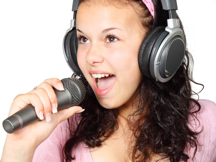 Become a karaoke star – tips for amateurs