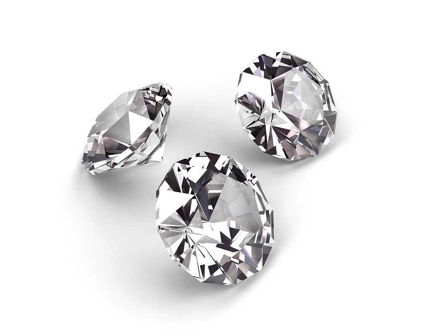How to clean and maintain diamond jewelery?