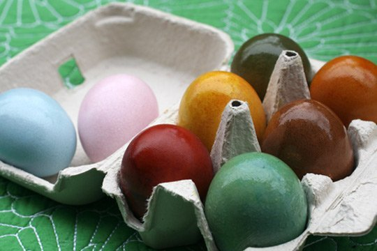 DIY Easter eggs with natural colors