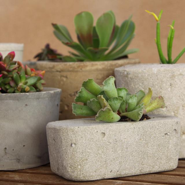 DIY concrete flower pot
