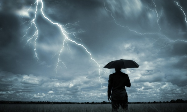 Protect yourself from lightning and thunder