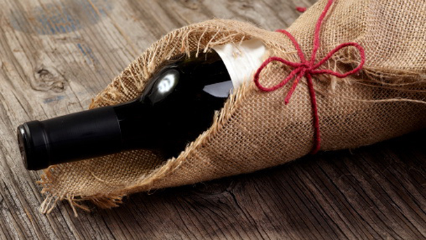 10 ways to open a wine bottle